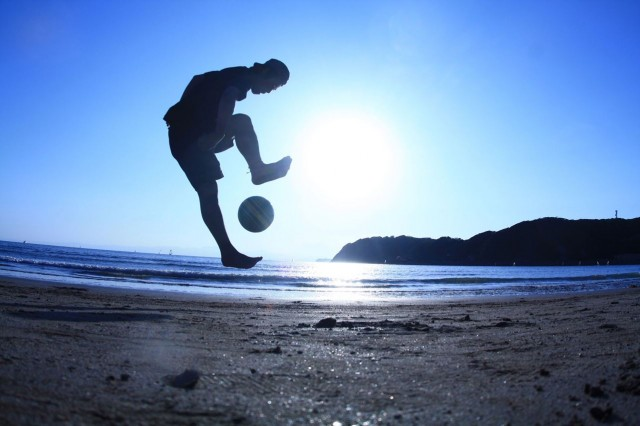 《ボールと遊ぶ》2013